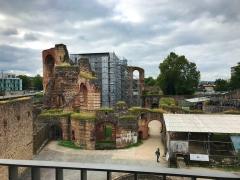 Lateinlehrer K. beim Bade: die Kaiserthermen in Trier