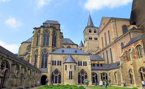 Im Innenhof des Doms von Trier