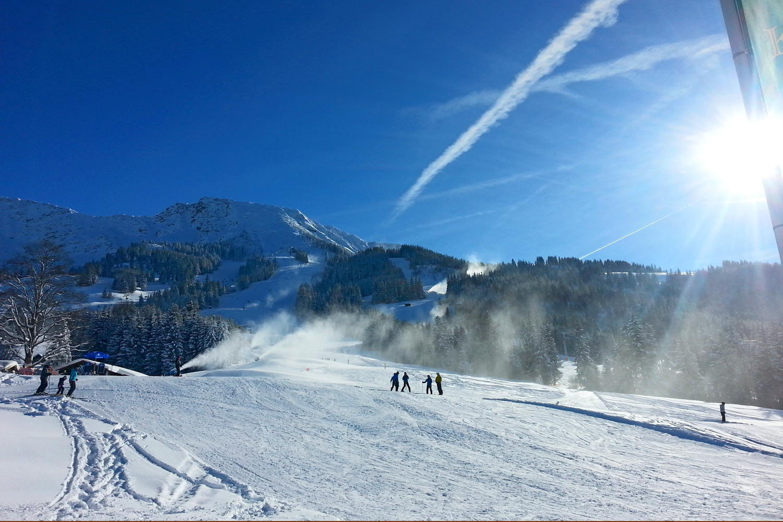 Schneepanorama mit Sonne